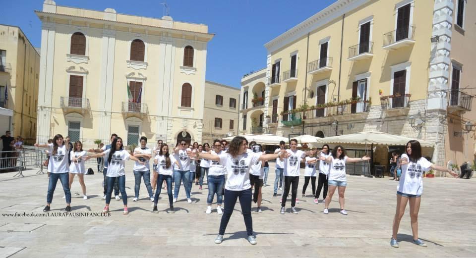 Il flashmob dedicato a Laura Pausini