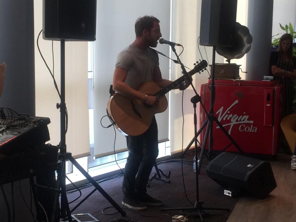 James Morrison durante lo showcase