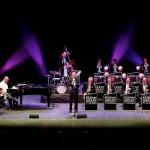 Glenn Miller Orchestra e rivive il mito del swing