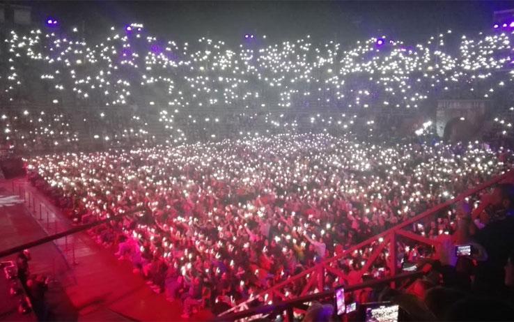 Il pubblico di Elisa illumina l'Arena