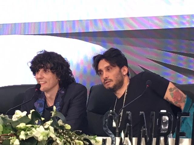 Ermal Meta e Fabrizio Moro  nella sala stampa dell'Ariston mentre annunciano la partecipazione all'Eurovision