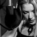 Spontaneità e paura in amore, le canta Alyce nel singolo Saying Goodbye