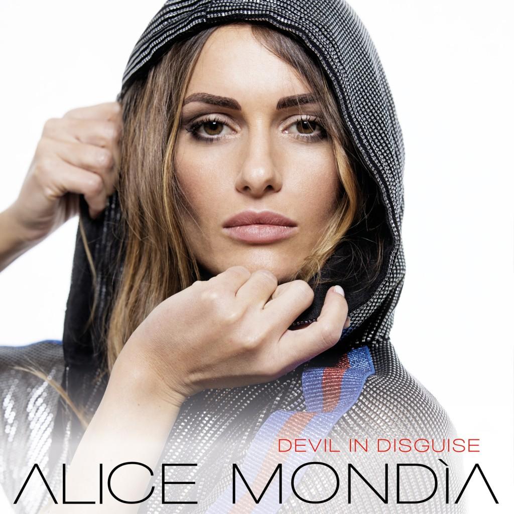 Alice Mondia sulla cover (foto di  Gianni lo Giudice)